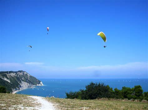 Paragliding - Wikipedia
