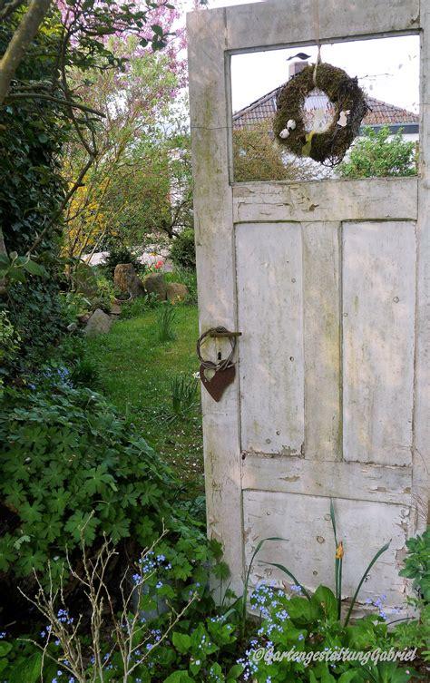 Sichtschutz Garten Antik by Alte T 252 R Im Garten Garten Sichtschutz Garten Garten