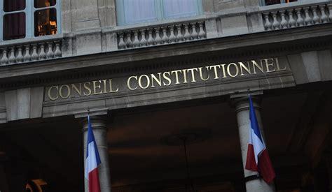 qui si鑒e au conseil constitutionnel le conseil constitutionnel censure l interdiction de la fessée quelques enjeux clé derrière cette décision l analyse de raymond taube