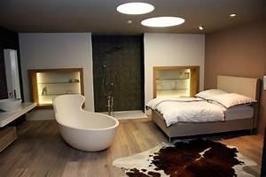 Freistehende Badewanne Im Schlafzimmer : badausstellung wohnbad ~ Bigdaddyawards.com Haus und Dekorationen