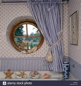 Rideau Fenetre Salle De Bain : fen tre circulaire avec rideau bleu blanc ray de bleu ~ Melissatoandfro.com Idées de Décoration