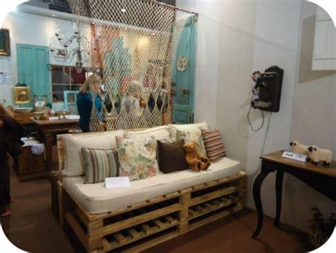decorar sofa velho sof 225 feito de paletes e colch 227 o velho decora 231 227 o