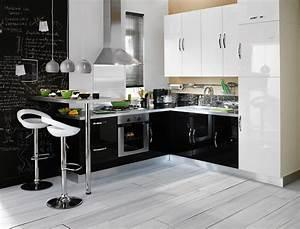 cuisine amenagee noir et blanc With idee deco cuisine avec table marocaine