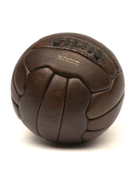 ballon de football vintage en cuir annees
