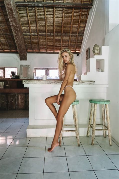 Amberleigh West Nude In Indonesia Sexy Youtubers