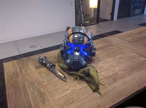 awesome titanfall 2 helmet revealed by respawn entertainment