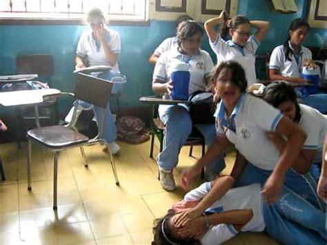 caida en el salon de clases