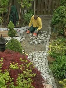 Gartenwege Aus Kies : garten wege gartenwege tipps zur wegefhrung gartenwege kieselstein mosaik im garten legen ~ Sanjose-hotels-ca.com Haus und Dekorationen