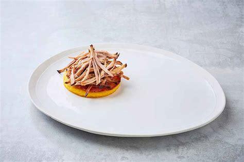 dressage des assiettes en cuisine dressage d une assiette de mille feuille à l effiloché de