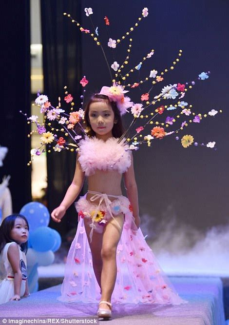 Chinese Mall Holds Fake Victorias Secret Show With Girls Daily Mail Online