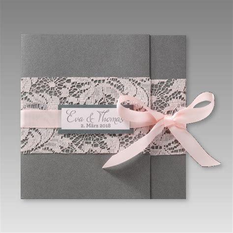 romantische einladung zur hochzeit mit rosa spitze und