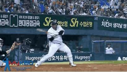 Baseball Player Bat Ball Foul Korean Celebrates