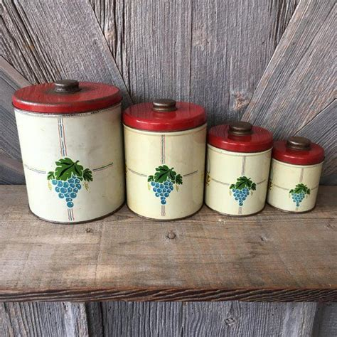 The set of four includes 25 oz, 33 oz, 40 oz, 45oz these are small canisters. Vintage Canister Set {Red Coffee Tea Grapes Set of 4 Vintage Kitchen Storage} Red White Vintage ...