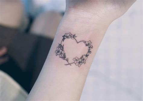 Tatouage Femme Poignet Coeur