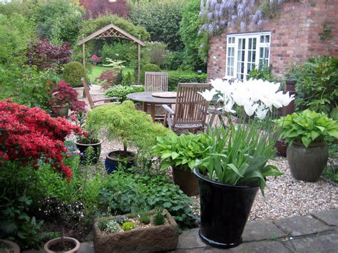 small courtyard traditional courtyard garden design