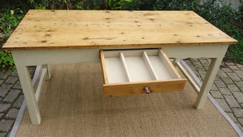 table de cuisine ancienne en bois table ancienne peinte pour cuisine avec plateau en