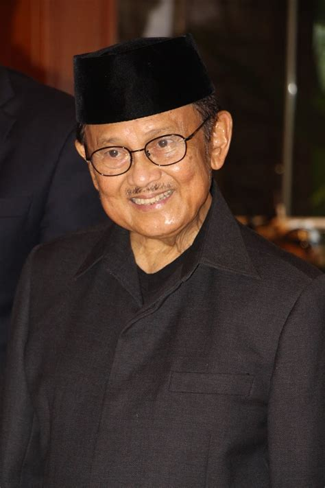 descriptive text  bjhabibie  artinya home business