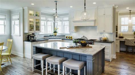 decoracion de cocinas azul  amarillo