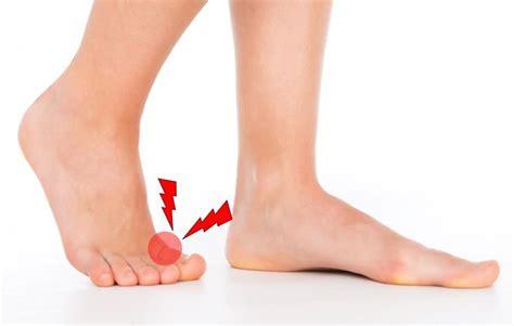 左足 親指 しびれ