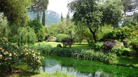 pictures of gardens in italy image gallery ninfa gardens italy