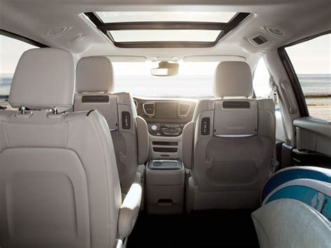 Suvs With Stow And Go Seats by 2017 Chrysler Pacifica Road Test And Review Autobytel