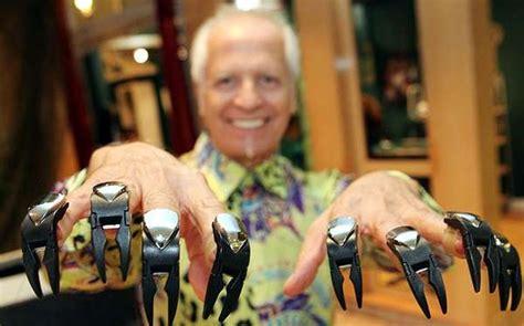 haircutting clawz scissorhands  razor clad fingertips