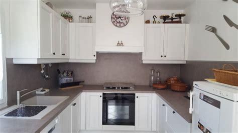 pose d une cuisine pose d 39 une cuisine moderne en bois blanc à peypin pose