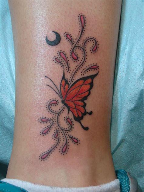 Modele Tatouage Papillon Monarque Et Arabesque Lune Sur