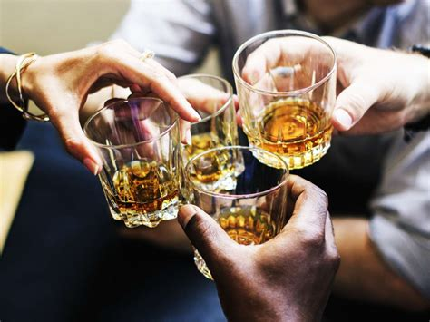 middle aged drinkers urged    alcohol  days