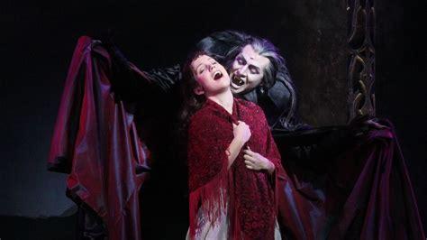 achtung bissig tanz der vampire feiert premiere