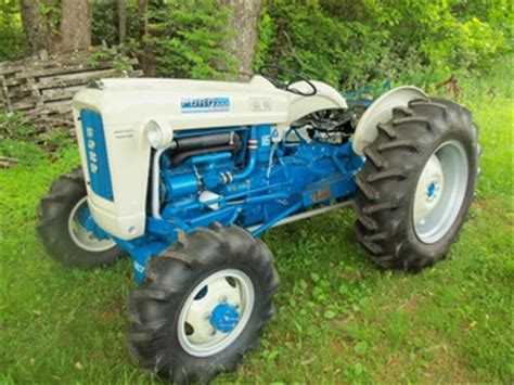 1964 ford 4000 with elenco 4x4 tractorshed