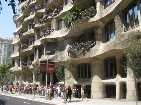 casa mila la pedrera barcelona  antoni gaudi  architect
