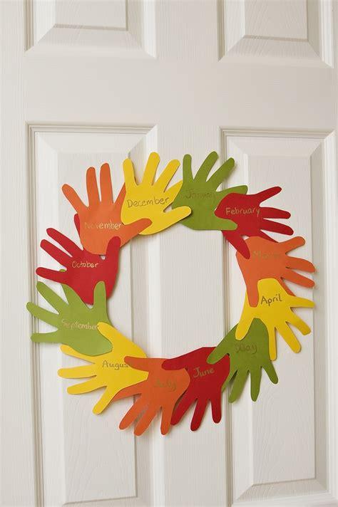 handprint wreath the preschool toolbox 494 | Preschool Toolbox 1