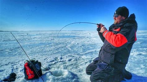 choose   rod  reel  ice fishing walleye