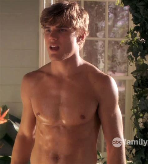 The Stars Come Out To Play: Chris Zylka - Shirtless Pics