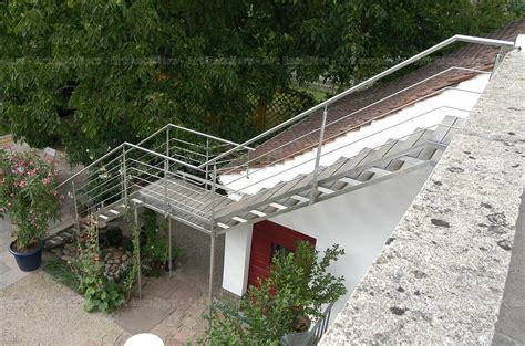 escalier exterieur galvanise droit marche bois garde corps inox 02 artescaliers escaliers