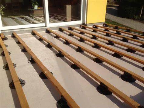 les canap駸 en bois comment poser les lames de terrasse comment poser les lames de terrasse maison design