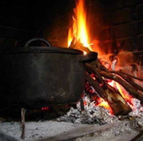 chaudron pour cuisiner marmite et cheminée