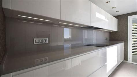 precioso cocina blanca encimera gris tienda de