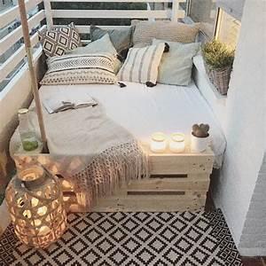 20 cozy balcony decorating ideas bored panda With markise balkon mit tapeten vintage shabby chic
