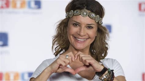 Gloria elizabeth reuben (born june 9, 1964) is a canadian producer, singer and actress of film and television, known for her role as jeanie boulet on the medical drama er and marina peralta on falling skies. Gitta Saxx befreit sich aus der Privatinsolvenz