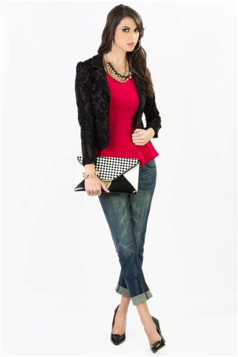 El look perfecto para un viernes. Jeans Q.465 Chaqueta Q.315 Blusa Roja Q.225 Collar Dorado ...