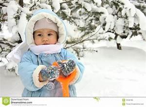 Schlafsäcke Winter Baby : cute baby on winter day stock image image of little ~ Jslefanu.com Haus und Dekorationen