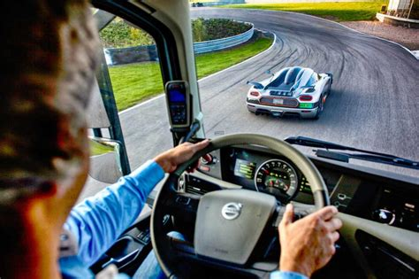 photo camion volvo vs koenigsegg interieur