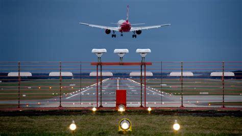 Für Sie Abo Service Hamburg by Flughafen Baut Um Start Und Landebahnen Gesperrt