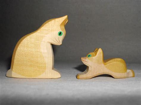 Holzkatzen Holzspielzeug Holzschnitzerei Katzen Holz