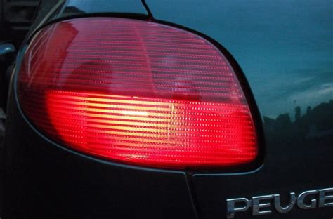 why do cops tap tail light why do police officers tap your tail lights when you get