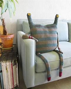 mettez un coussin original pour rafraichir l39interieur With tapis de souris personnalisé avec canape en plusieur fois