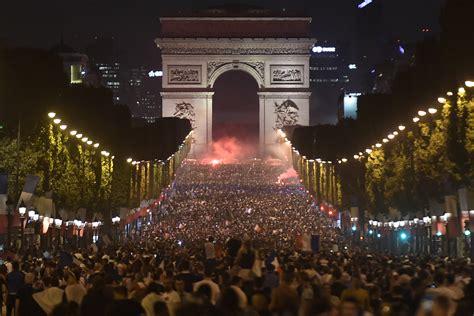 DIAPORAMA Coupe du Monde 2018 : la France en liesse
