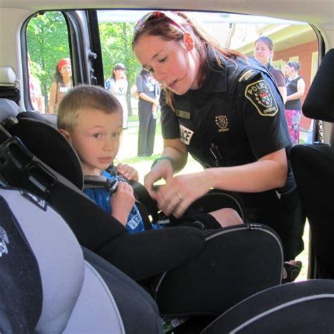 attache siege auto sécurité des enfants 5e cagne bien attaché